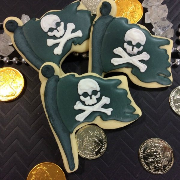 Pirate Flag Cookies and a Pirates Of The Caribean: Dead Men Tell No Tales Featurette